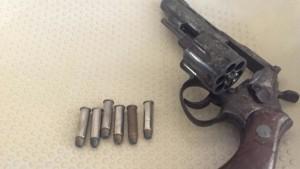 pistola-k4YD-U212458766010GHC-575x323@Las Provincias
